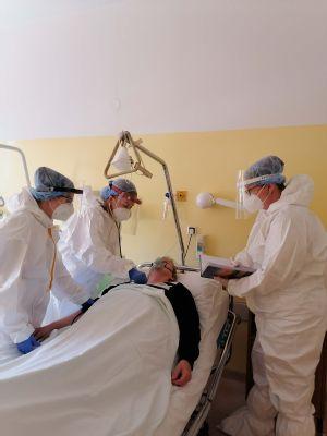 Pandémiu covidu vystriedala v bánovskej nemocnici záťaž na interné oddelenie. Množia sa ťažké postcovidové stavy – tzv. long COVID
